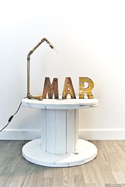Lámpara de mesa de tubería
