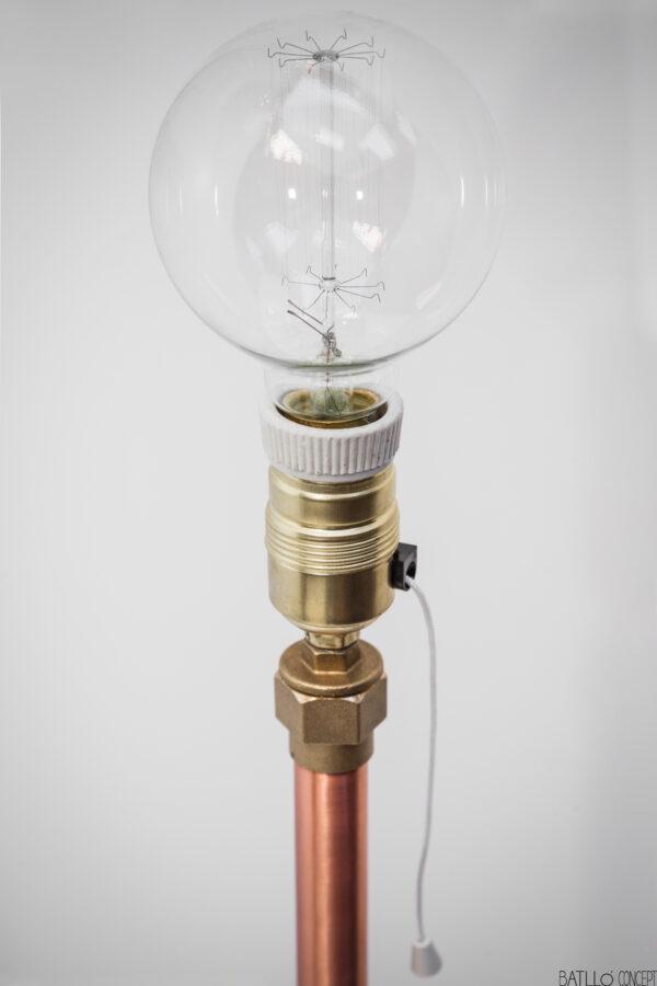 Lámpara de cobre y cemento