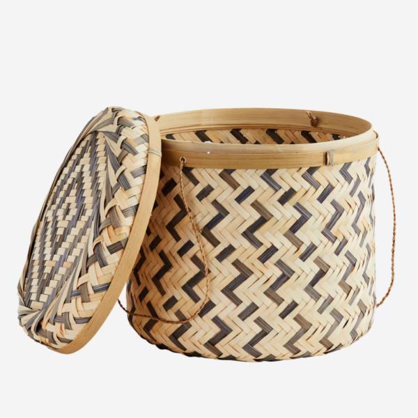 cesto de bambú con tapa
