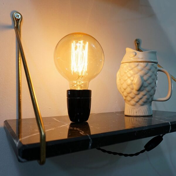 mesilla pared con lámpara